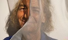 Portrait sculptor David Begbie with wire-mesh sculpture detail